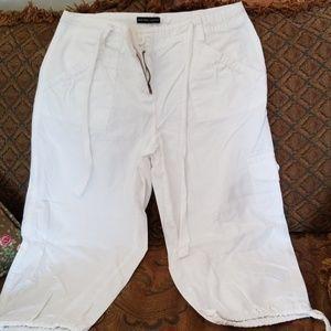 New York & Co. Capri Cargo Pants - Size 6